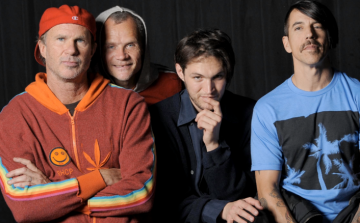 A Red Hot Chili Peppers duplázik Budapesten
